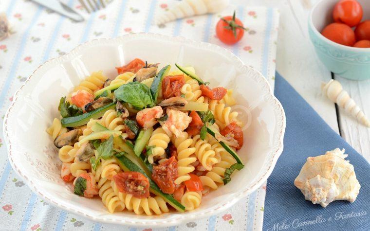 Fusilli cozze e gamberi con zucchine e pomodorini – ricetta light