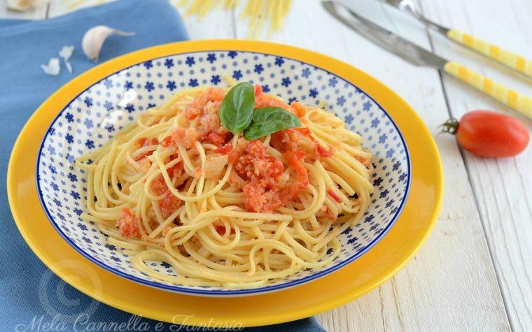 Linguine aglio olio e pomodorini con mollica di pane