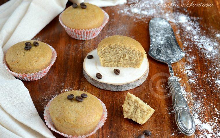 Muffins al caffè morbidissimi – ricetta senza latte né burro