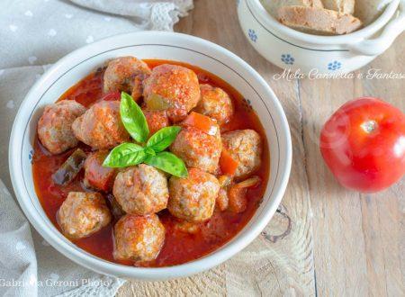 Polpette di carne al sugo fresco con peperoni - ricetta facile