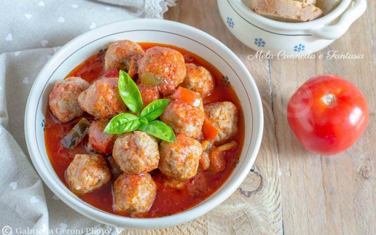 Polpette di carne al sugo fresco con peperoni – ricetta facile