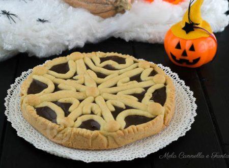 Crostata Halloween al cioccolato con ragnatela di pasta frolla