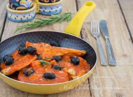 Petto di pollo al sugo e olive – ricetta facile e veloce