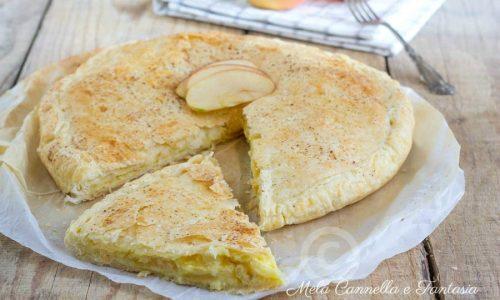 Torta di sfoglia con mele e crema pasticcera alla cannella