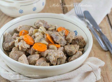 Spezzatino di vitello in bianco con carote e funghi champignon