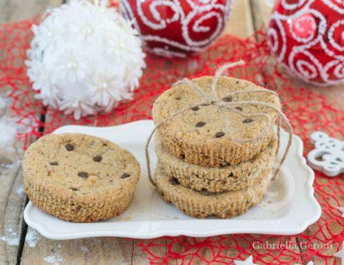 Biscotti cookies alle nocciole con gocce di cioccolato