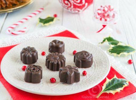 Cioccolatini fondenti con cuore di amarena fatti in casa