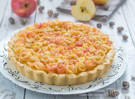 Crostata con rose di mele alla cannella e crema pasticcera