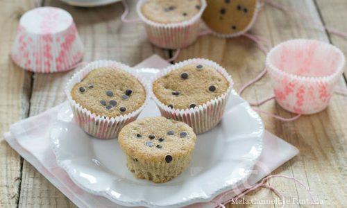 Muffins alla panna e caffè con gocce di cioccolato