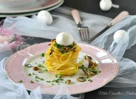 Nidi di spaghetti croccanti con funghi e mozzarella