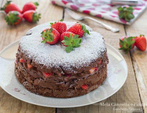Torta golosona al cacao con Nutella mascarpone e fragole