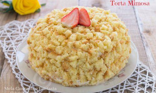 Torta mimosa classica con crema diplomatica e ananas