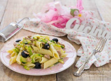 Pennoni al tonno con zucchine e olive