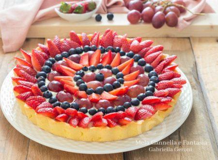 Crostata alla frutta con crema pasticcera e frolla all'olio