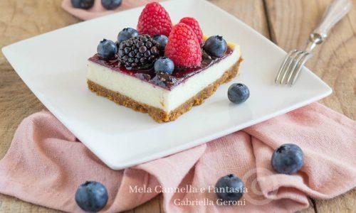 Cheesecake cotta con marmellata e frutti di bosco golosissima