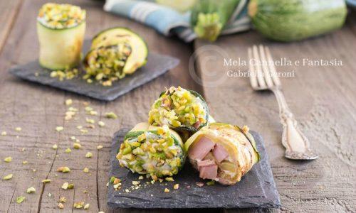 Rotolini di zucchine grigliate con Philadelphia e granella di pistacchi