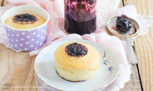 Muffin alla confettura di mirtilli senza burro né latte