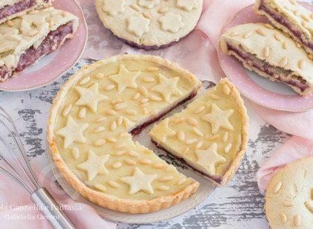 Tortine della nonna con crema e confettura di lamponi