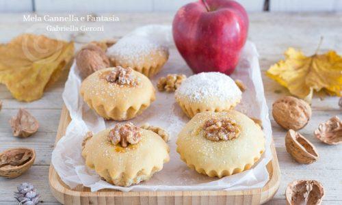Bocconotti alle mele e noci con confettura di albicocche