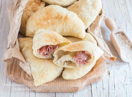 Calzoni fritti con prosciutto cotto e formaggio - ricetta di famiglia