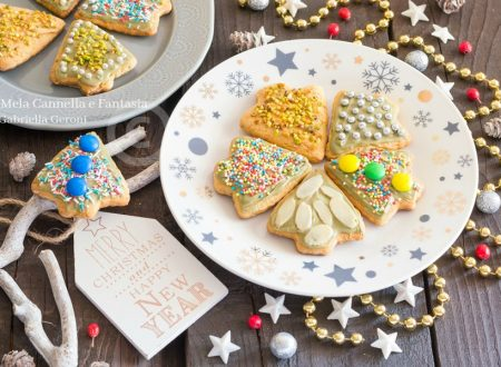 Alberelli di Natale biscotti alle mandorle senza burro