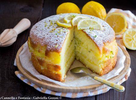 Cake al limone farcita con crema di limone senza lattosio