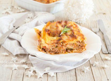 Lasagna al ragu di carne con zucchine e funghi champignon