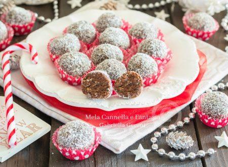 Palline dolci con biscotti ricetta veloce senza cottura