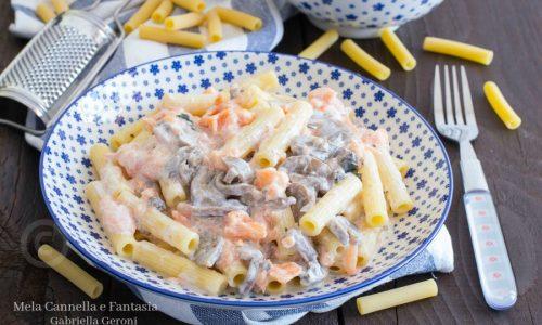 Pasta con funghi e salmone Norvegese affumicato