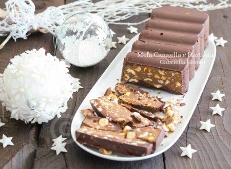 Torrone morbido al cioccolato con nocciole mandorle e pistacchi