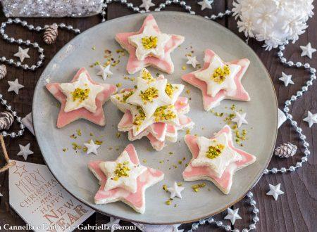 Tramezzini natalizi con formaggio mortadella e pistacchi