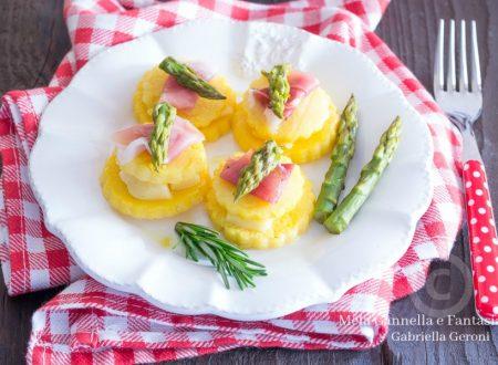 Torrette di polenta con fontina asparagi e speck ricetta veloce