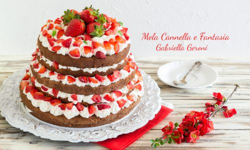 Torta al cacao con fragole e chantilly per feste e ricorrenze