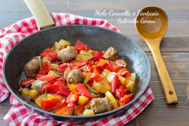 peperoni patate e salsiccia