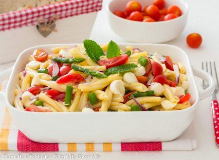 Pasta fredda asparagi mozzarella e pomodorini vegetariana