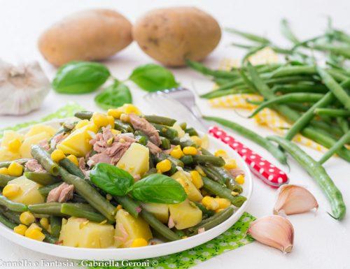 Insalata di fagiolini con tonno patate e mais fresca e leggera