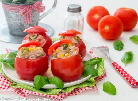 Pomodori freddi con tonno mais e olive ricetta veloce