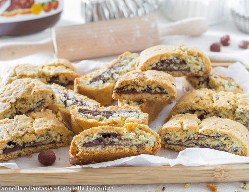 Biscotti alla nocciola arrotolati e farciti con Nutella