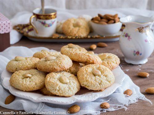 Paste di mandorla ricetta biscotti tradizionali golosissimi