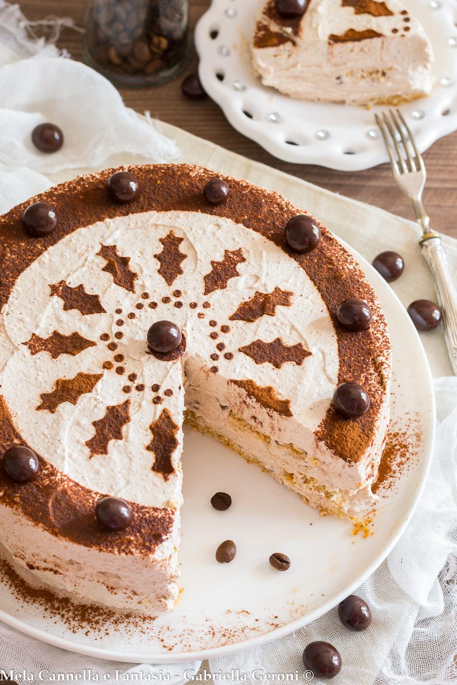 torta fredda con panna e caffè