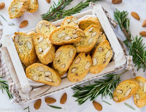 Cantucci salati al rosmarino e mandorle ricetta facile e veloce
