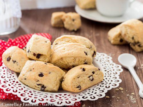 Biscottoni da inzuppo senza burro con gocce di cioccolato