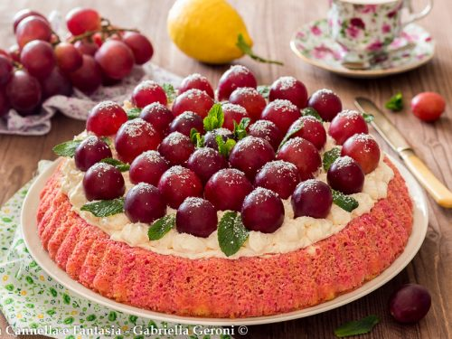 Crostata morbida crema e uva dessert golosissimo
