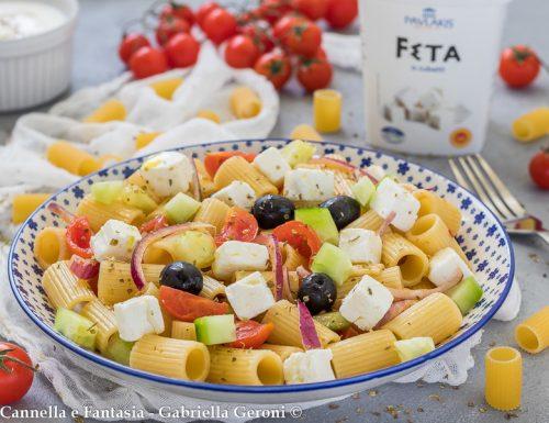 Pasta fredda alla greca con feta e olive facile e veloce