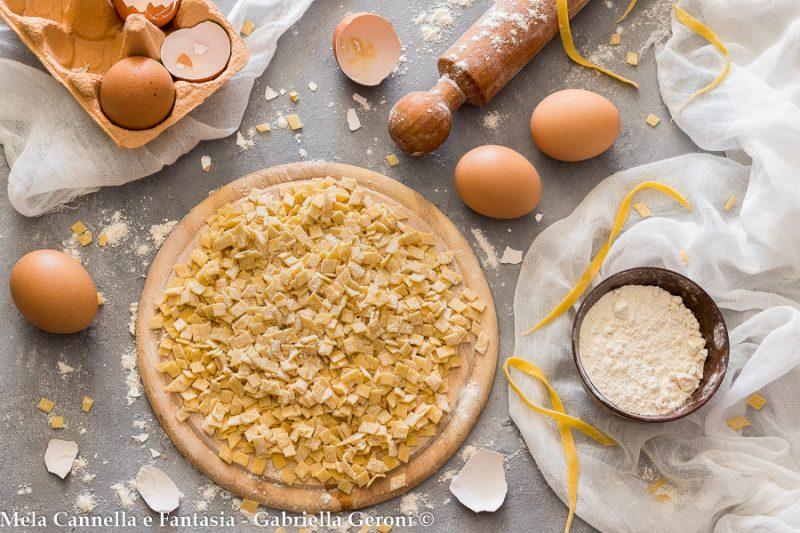 Quadrucci all'uovo fatti in casa ricetta facile e veloce