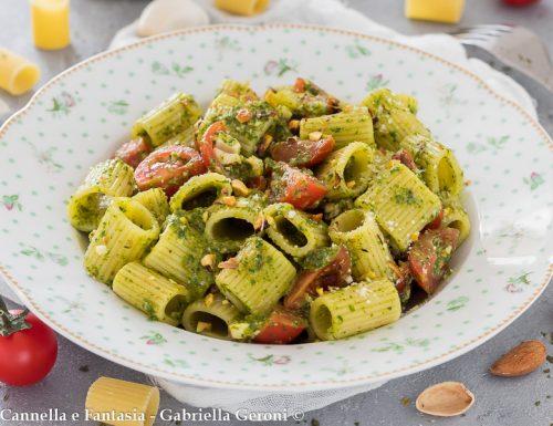 Pasta con pesto di rucola e pomodorini ricetta facile e veloce