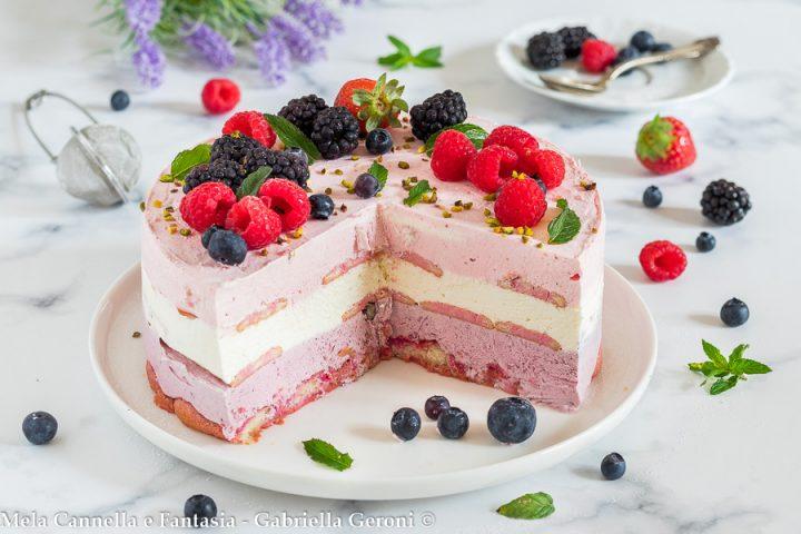 torta semifreddo ai frutti di bosco