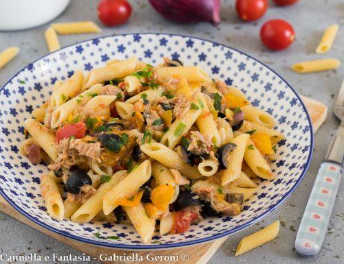Pennette tonno e olive con datterini gialli e rossi facile e veloce