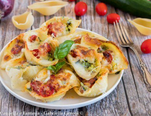 Conchiglioni con zucchine salsiccia e mozzarella