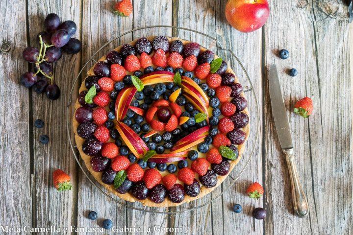 crostata alla frutta con crema e marmellata